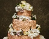 how to choose a wedding cake decorator