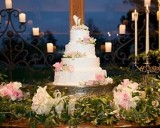 how to display wedding cake