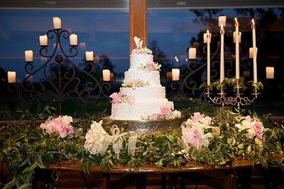 How to display an LDS wedding cake